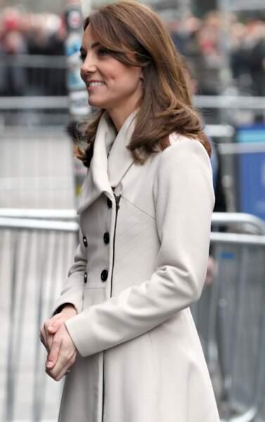 Kate Middleton a lissé ses cheveux et renoue avec la raie au milieu, le 4 mars 2020 à Dublin.