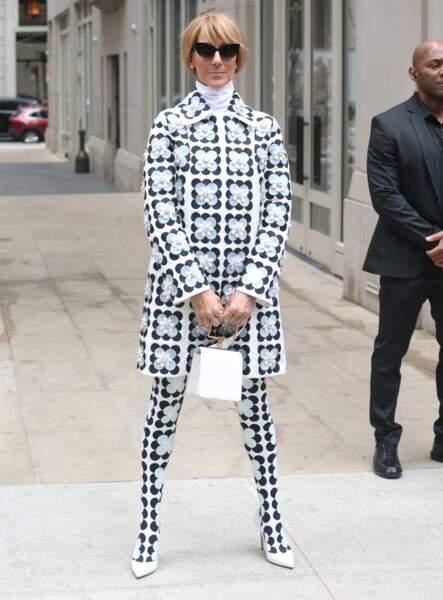 Dans sa tenue signée Richard Quinn pour Moncler, on ne voit que Céline Dion ce 3 mars