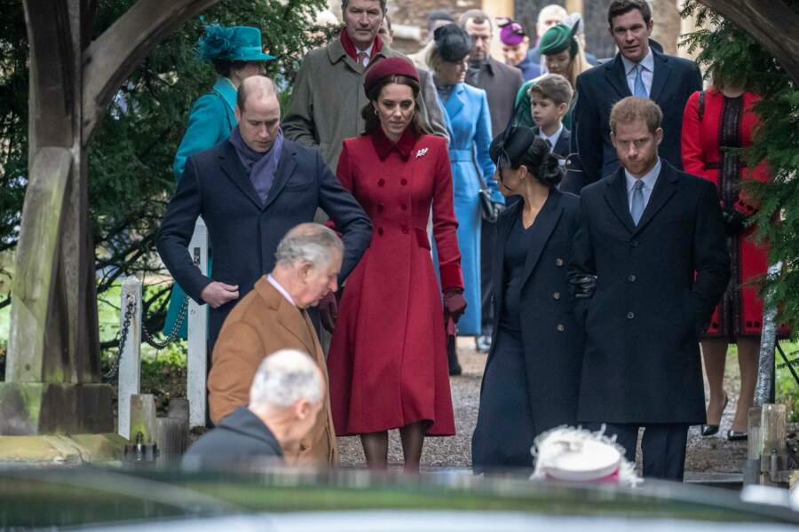 Le prince William, Kate Middleton, Meghan Markle et le prince Harry descendent les marches de l'église de Sandringham le 25 décembre 2018.