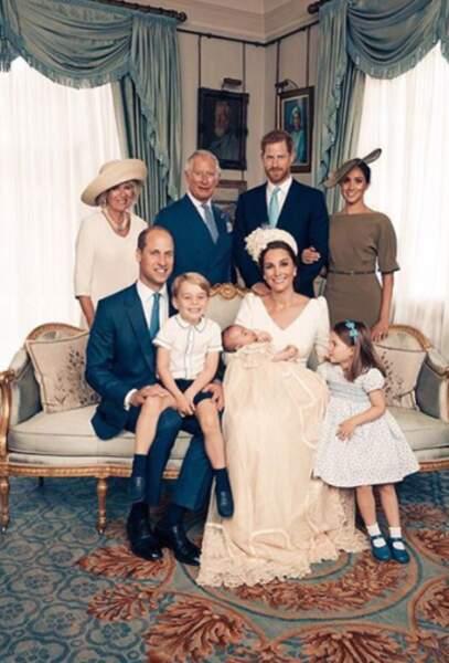La famille royale est réunie sur un cliché officiel à l'occasion du baptême du prince Louis en juillet 2018.