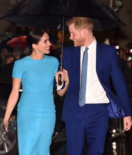 Meghan Markle et le prince Harry, si complices, ont su attirer les regards lors de son retour officiel à Londres