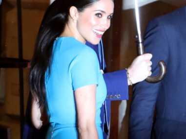 PHOTOS - Meghan Markle soigne son retour ! Sublime en robe bleue moulante