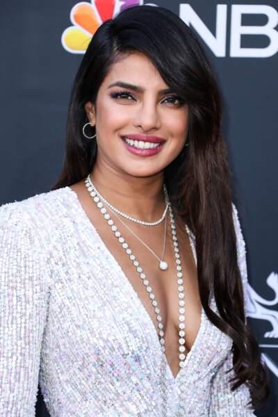 Pour mettre en valeur sa carnation halée, Priyanka Chopra est fidèle au mauve