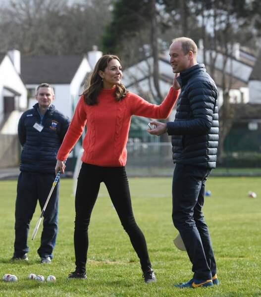 Très sportifs, Kate et William de Cambridge visitent le club de Salthill Knocknacarra GAA à Galway le troisième jour de leur voyage en République d'Irlande le 5 mars 2020.
