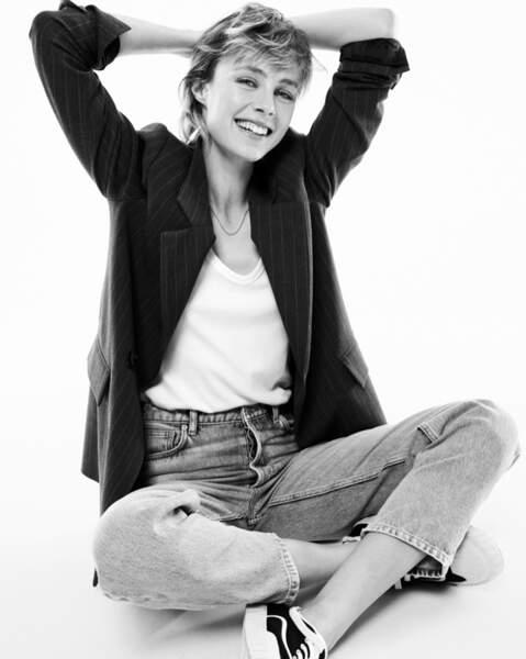 La mannequin britannique Edie Campbell conserve sa coupe mulet coute que coûte et la rend branchée.