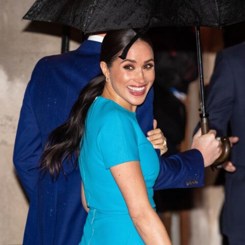 Meghan Markle a-t-elle voulu faire passer un message avec sa robe bleue turquoise?