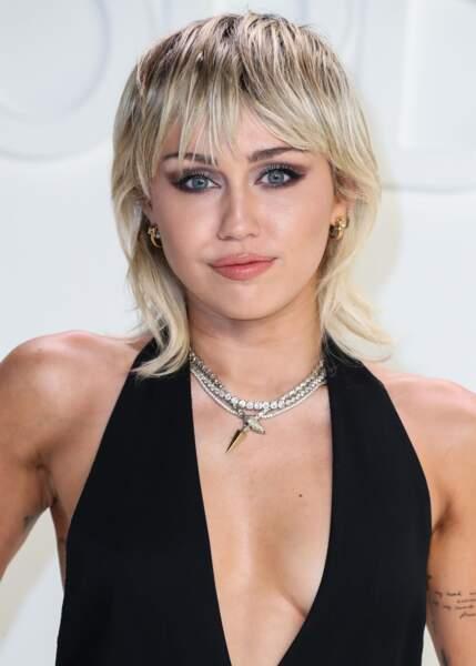 Miley Cyrus a remis la coupe mulet au goût du jour version plus moderne, ici le 7 février 2020