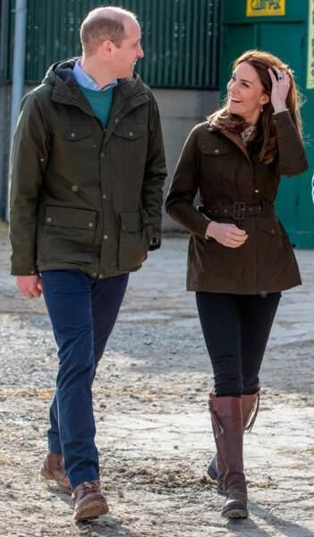 Kate Middleton et le prince William se sont rendus dans la ferme Teagasc, pour en apprendre plus sur la politique d'agriculture durable. Très détendus ce 4 mars 2020, le couple semble ravi de participer aux tâches de la ferme.
