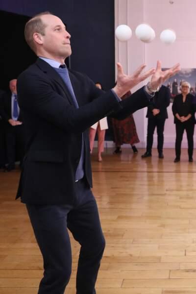 Alors que la ville de Galway se prédestine à devenir la capitale européenne de la culture, le prince William décide de partager son talent caché le 5 mars 2020, le jonglage.