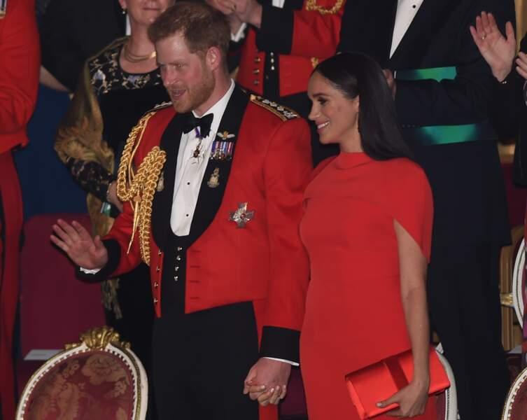 Les parents du petit Archie se sont d'ailleurs montrés plus amoureux que jamais, main dans le main.