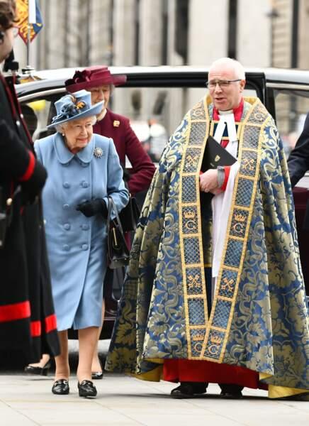 La reine Elisabeth II d'Angleterre en bleu pour la cérémonie du Commonwealth en l'abbaye de Westminster à Londres, le 9 mars 2020.