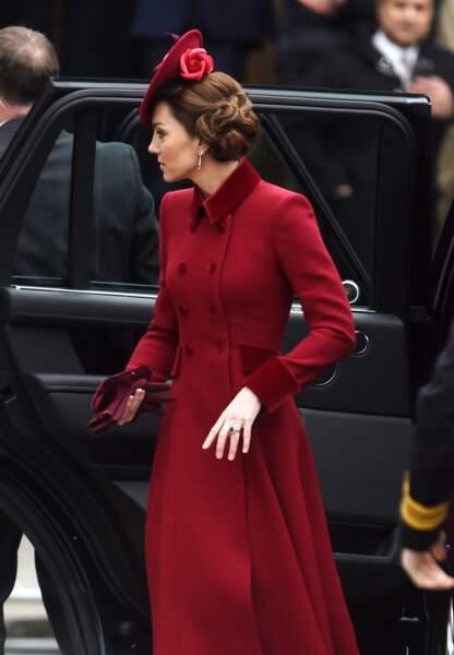 Kate Middleton avec un sublime bibi posé sur un chignon ultra sophistiqué de Sally Ann Provan