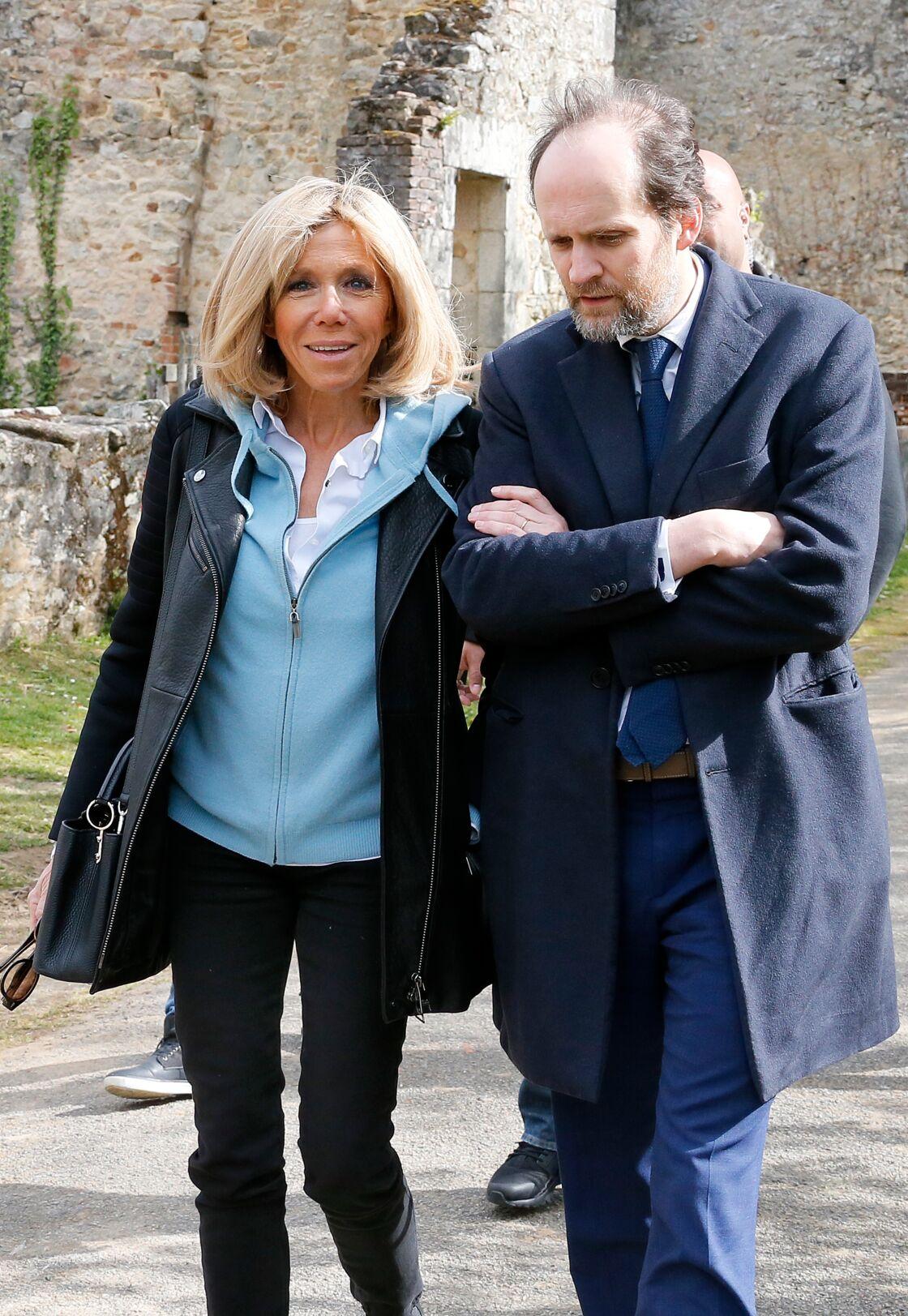 Brigitte Macron et Jean-Marc Dumont à Oradour-sur-Glane, village martyr de la deuxième guerre mondiale, le 28 Avril 2017
