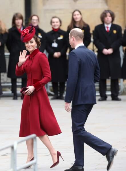 Kate Middleton chic en bordeaux avec le prince William