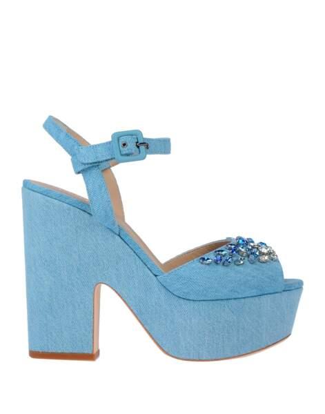 Sandales à plateformes, 260 €, Le Silla (yoox.com).
