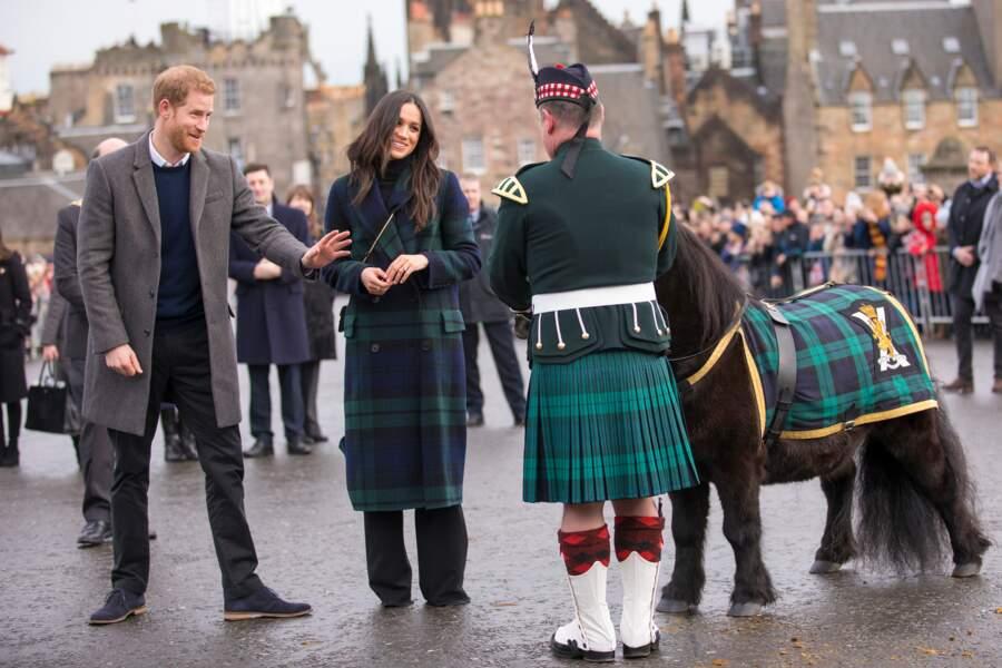 Le prince Harry et Meghan Markle  misent sur une touche de bleu, le 13 février 2018.