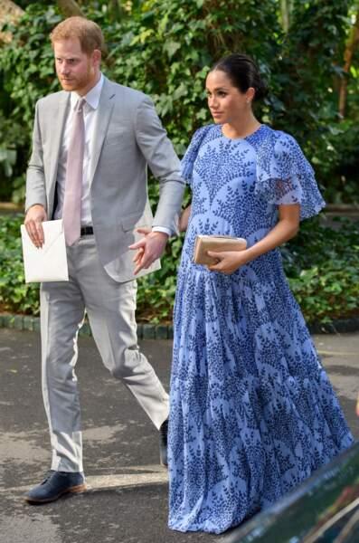 Le 25 février 2019, au Maroc, Harry assortit ses chaussures à la robe longue et sur mesure de Meghan Markle, enceinte de six mois.