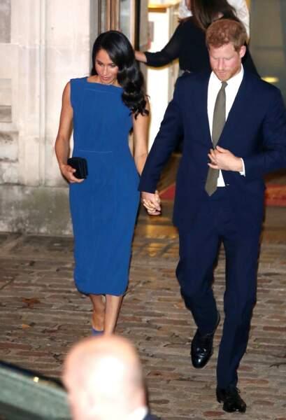 Le bleu, toujours le bleu. Meghan Markle et le prince Harry semblent particulièrement apprécier cette couleur.