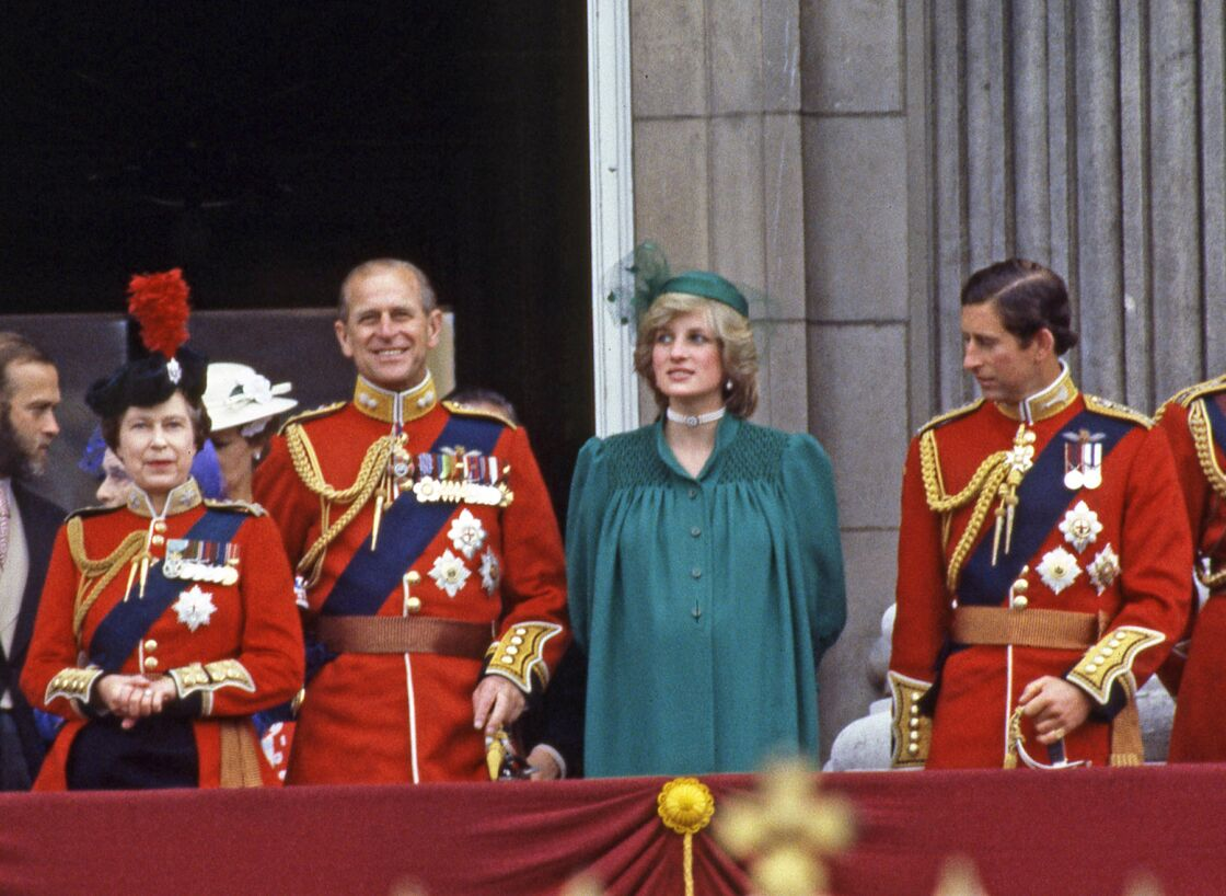 La famille royale, dont la princesse Diana enceinte du prince William, à l'occasion du rassemblement Trooping the colour, en 1982.