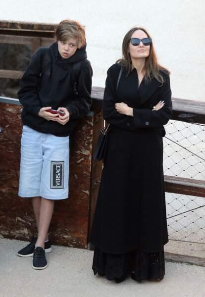 Shiloh Jolie-Pitt, avec sa mère Angelina Jolie lors d'une visite du Colisée, à Rome, le 7 octobre 2019.