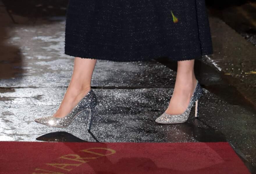 Le 25 février 2020, Kate Middleton sort le grand jeu et choisit pour l'occasion une nouvelle robe Eponine et des escarpins Jimmy Choo, très pailletés.