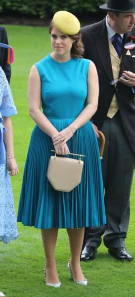 En juin 2019, la princesse Eugenie d'York craque pour une paire d'escarpins argentés et cloutés pour se rendre à Ascott.