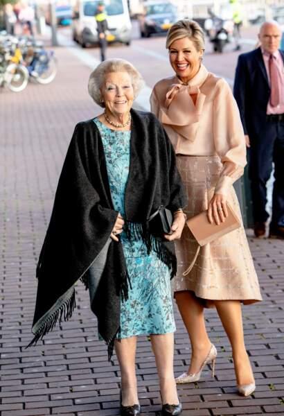 La reine Maxima des Pays-Bas et la princesse Beatrix des Pays-Bas assistent à la cérémonie du prix Prince Bernhard Culture Award le 4 novembre 2019.