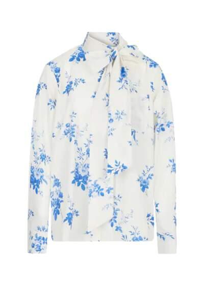 """Chemise blanche à fleurs et col lavallière """"Halina"""", Custommade, 150 euros."""