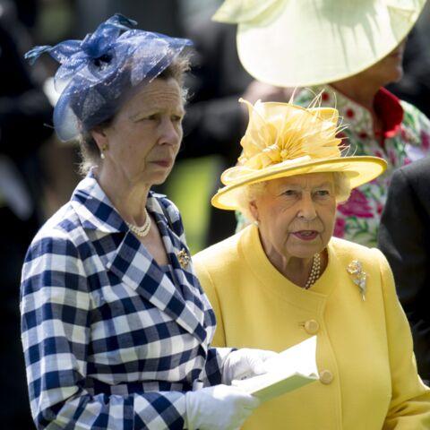 Elizabeth II célèbre les engagements de sa fille Anne en plein coronavirus: les internautes indignés