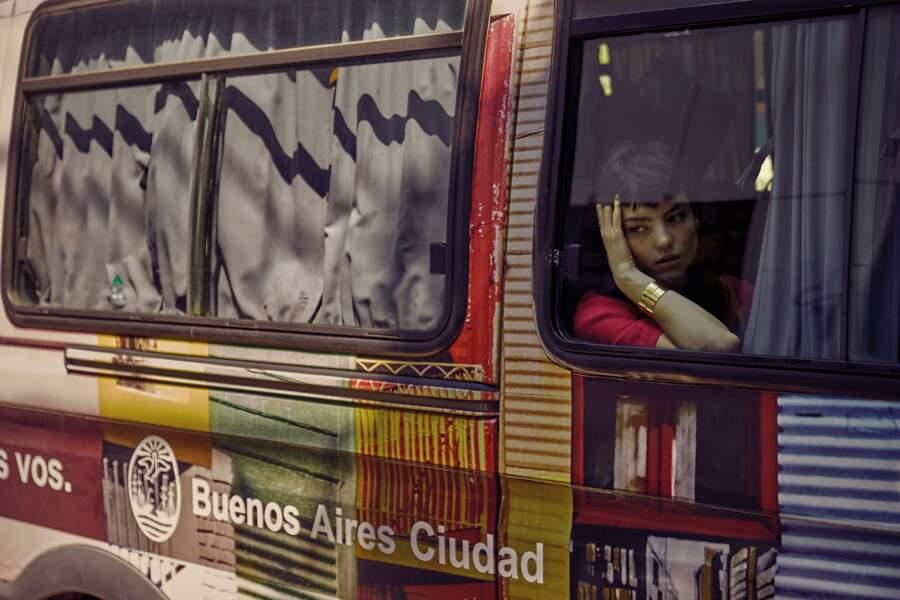 Bague Murat Paris, manchette Dinh Van. Pull en cachemire Eric Bompard.