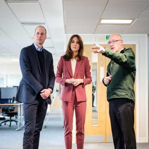 PHOTOS – Kate Middleton porte pour la première fois les bijoux préférés de Meghan Markle, un clin d'œil?