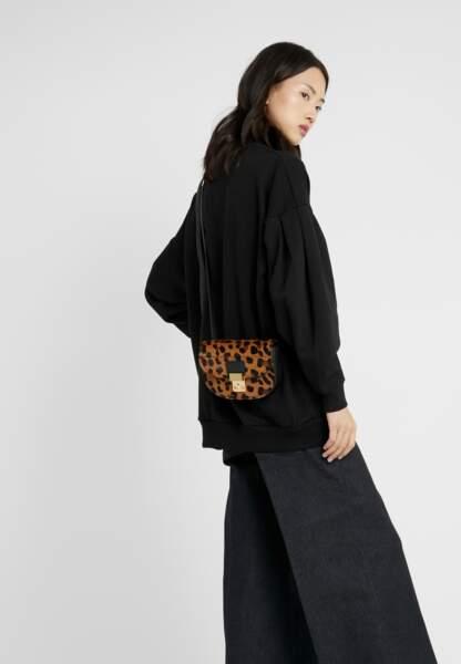 3.1 PHILLIP LIM - Petit sac léopard, 470€