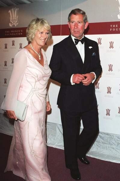 Camilla au bras du prince Charles, lors d'un gala à Londres, le 21 juin 2000