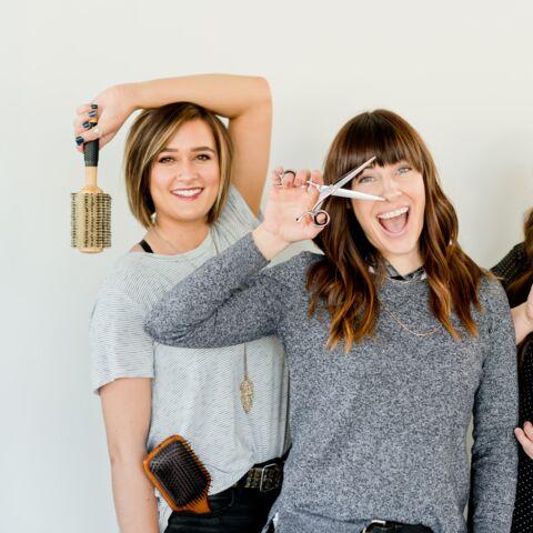 Cheveux: comment couper sa frange seule à la maison?