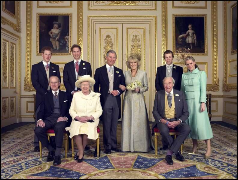 Charles et Camilla, entourés par la famille royale le jour de leur mariage, le 9 avril 2005