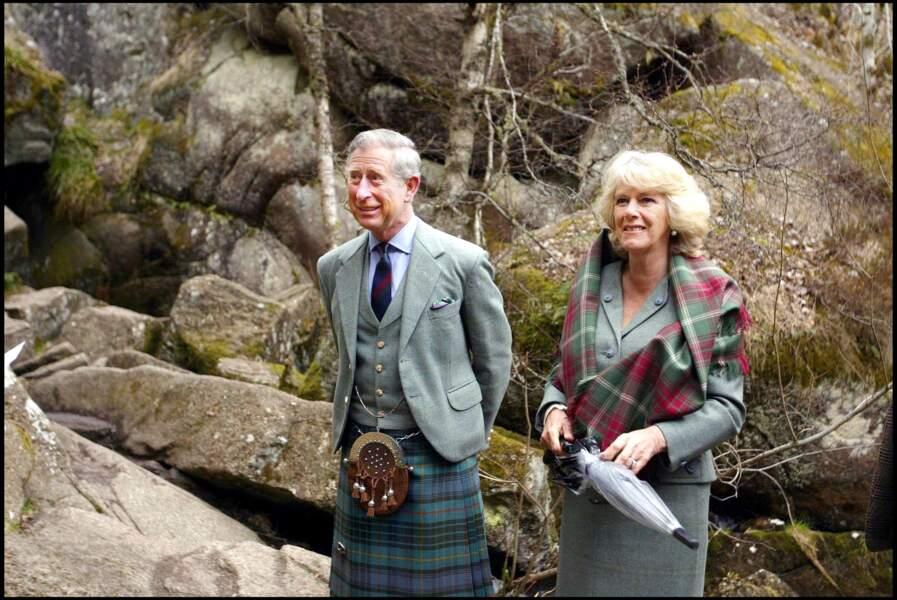 Charles et Camilla lors d'un déplacement officiel à Dinnet, en Écosse, le 20 avril 2006