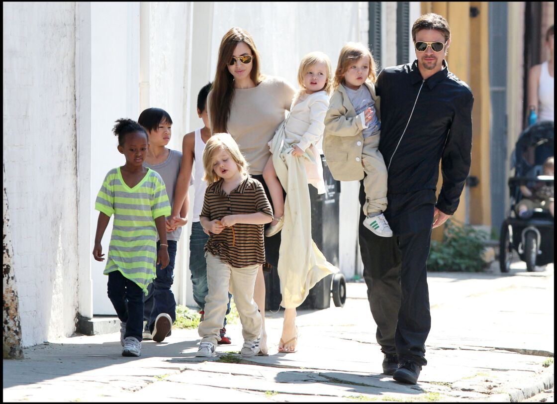 Angelina Jolie, Brad Pitt et leurs six enfants, à la Nouvelle-Orléans, en 2011.