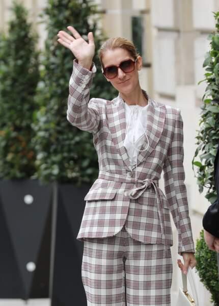 Céline Dion : la star quitte l'hôtel Royal Monceau pour se rendre à Nice en juillet 2017