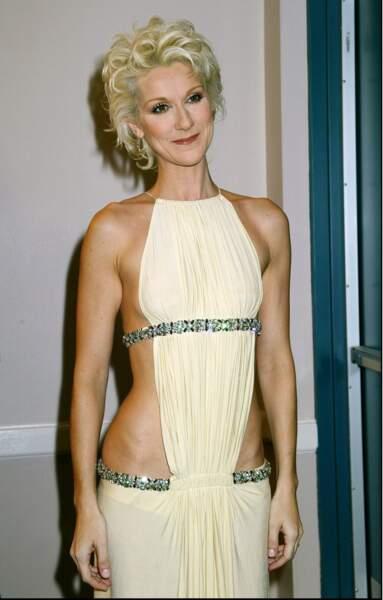 Céline Dion : elle adopte le blond platine en 2003 à Las Vegas pour les Billboard music awards