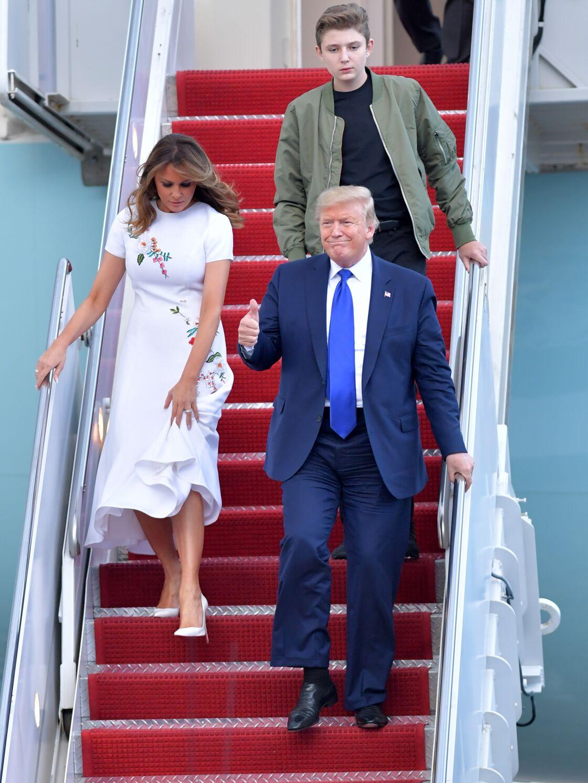 Barron Trump débarquant avec ses parents Donald et Melania pour rejoindre Mar-a-Lago, résidence secondaire de la