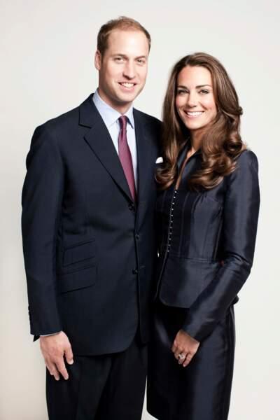 Kate Middleton dans un look strict pour sa première photo officielle en tant que duchesse de Cambridge en 2011.