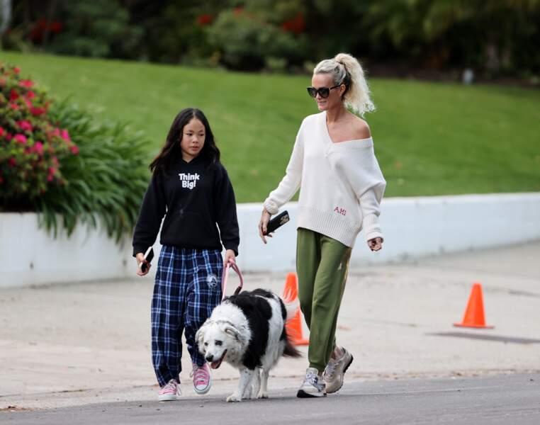 Laeticia Hallyday et ses filles étaient accompagnée de leur chien Cheyenne, ce mercredi 1er avril