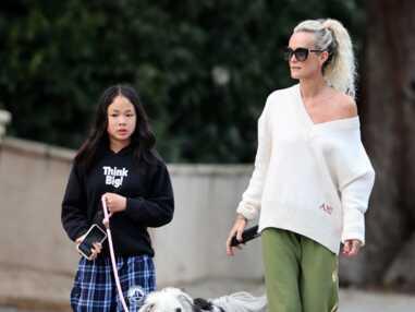 PHOTOS - Laeticia Hallyday brise le confinement lors d'une promenade avec Jade et Joy