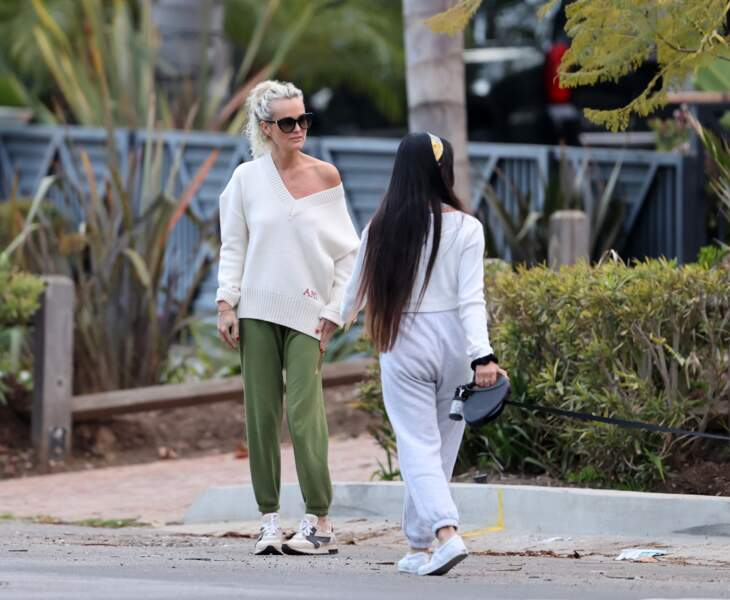 Laeticia Hallyday était avec ses deux filles, Jade (15 ans) et Joy (11 ans), lors de cette promenade