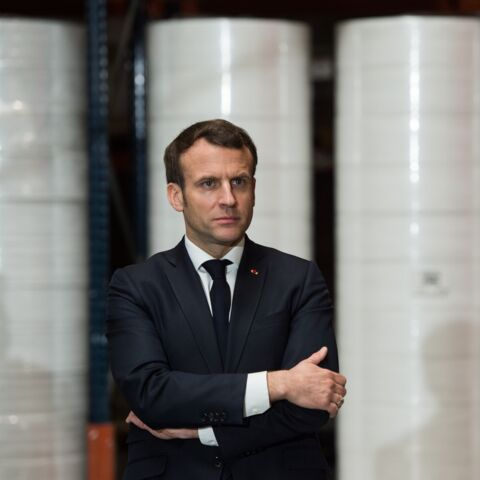 """""""C'est comme l'amour, on préférerait des preuves"""": Emmanuel Macron pris à parti par l'opposition"""