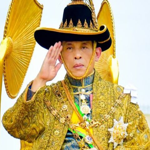 L'exubérant roi de Thaïlande: il avait élevé son caniche au rang de maréchal
