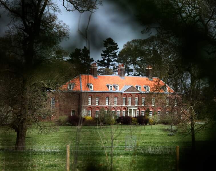 Cachée derrière les arbres, Anmer Hall est à l'abri des regards