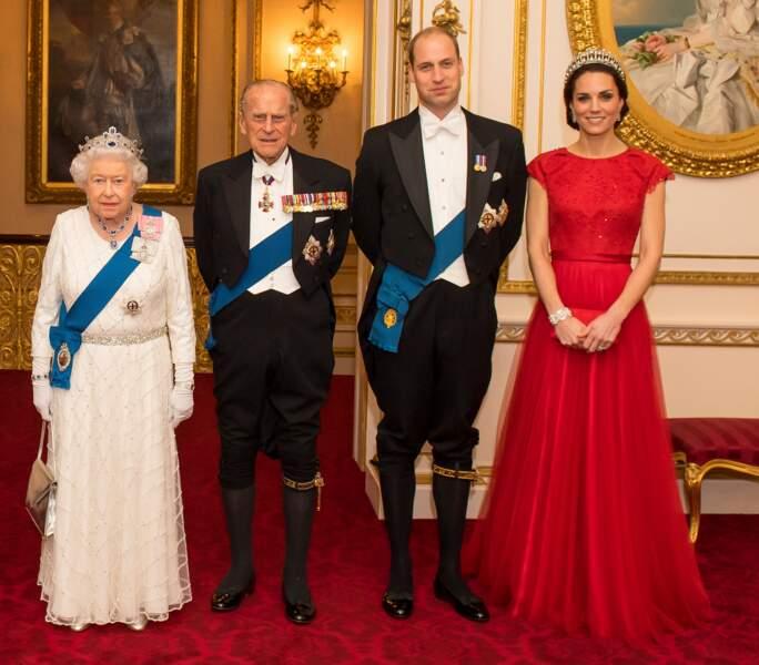 la reine Elisabeth, le prince Philip, le prince William et Kate Middleton à Londres en 2016