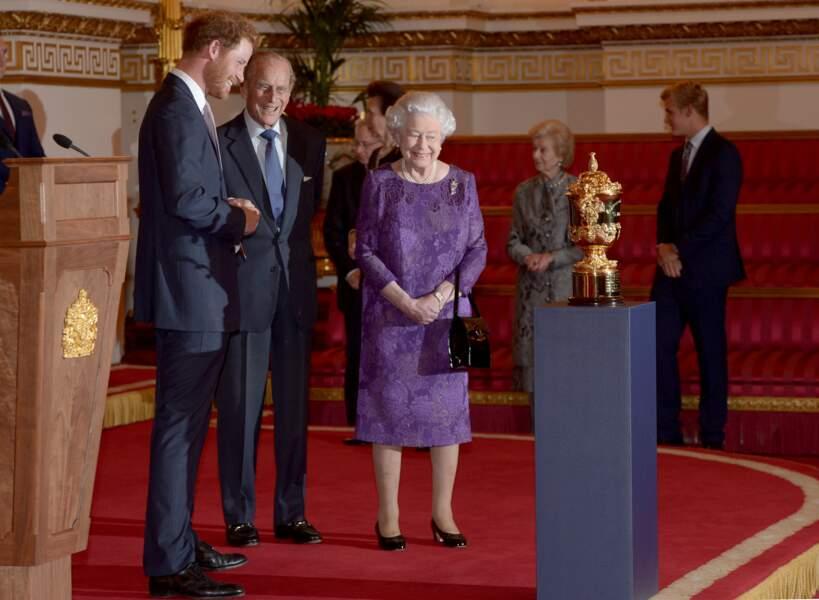 Harry, le prince Philip et la reine Elisabeth II à Londres en 2015