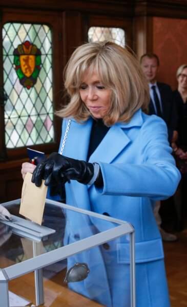 Brigitte Macronà la mairie du Touquet pour le premier tour des élections municipales, le 15 mars 2020